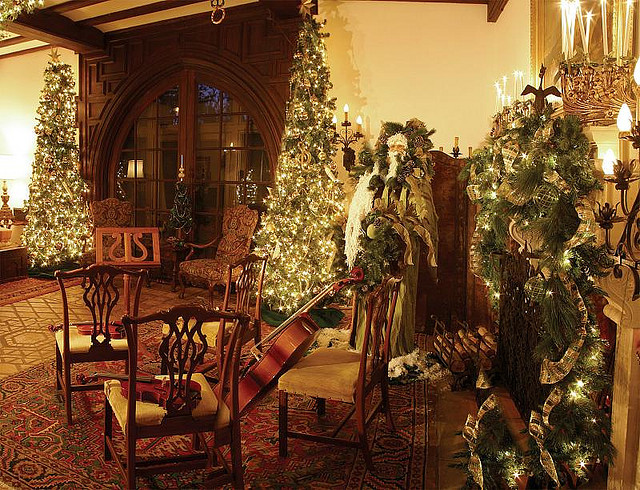 Christmas Tours in Florida: Pinewood Estate at Bok Tower