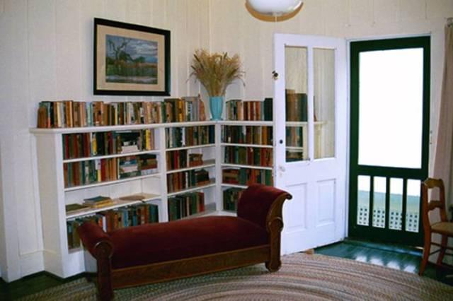 floridatraveler crosscreek-her-library