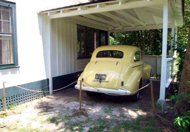 floridatraveler-crosscreek-yellowcar.jpg