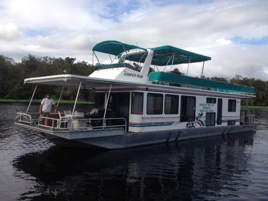 floridatraveler st johns 60-Foot-10-Sleeper-Executive-Houseboat-Media-1-