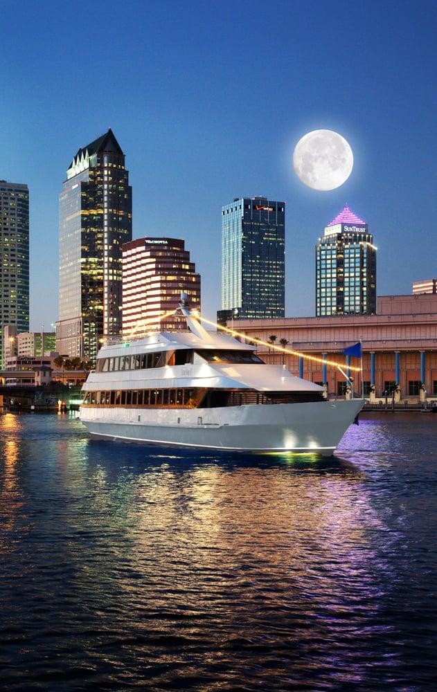floridatraveler-tampa-yacht-night
