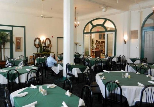 floridatravel-avon-pk-jacaranda-diningroom