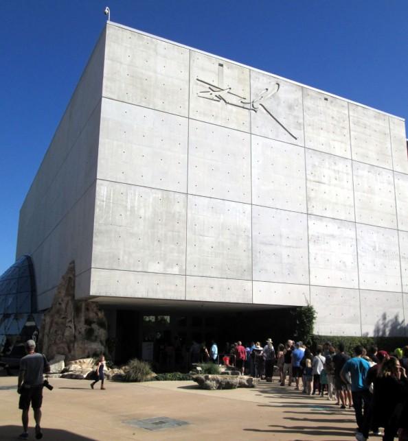 floridatraveler-dali-museum-packed