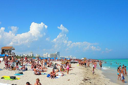 FLORIDATRAVELER SUNBATH IN MIAMI BEACH