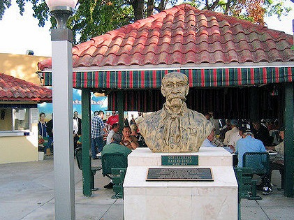 floridatraveler miami domino pk gomez statue