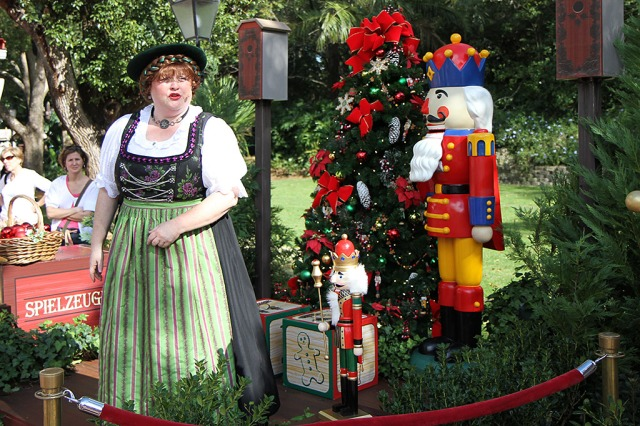 floridatraveler EPCOT GERMAN storyteller christmas