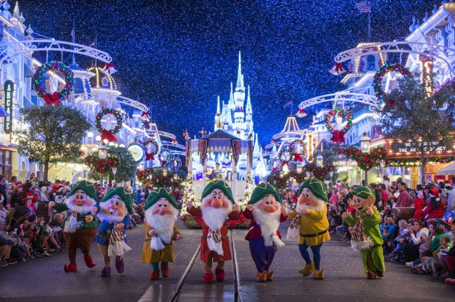 Floridatraveler MAGIC KINGDOM christmas parade