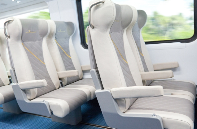 floridatraveler rr seats_640x420_right