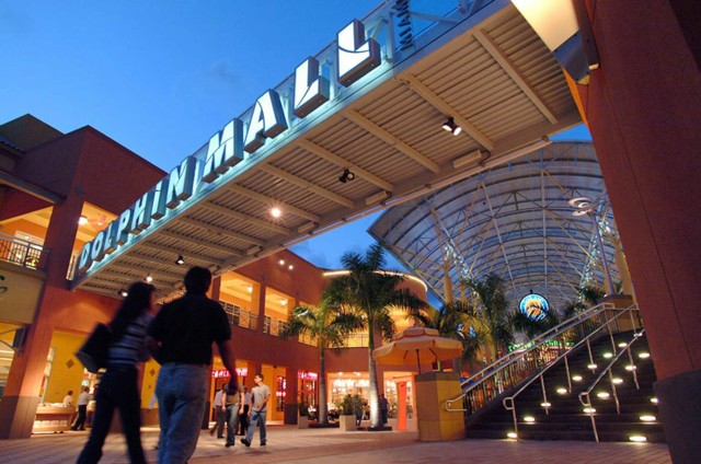 FLORIDATRAVELER dolphin mall_exterior