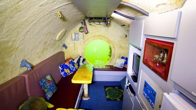 Floridatraveler inside-Jules Verne Lodge livingroom